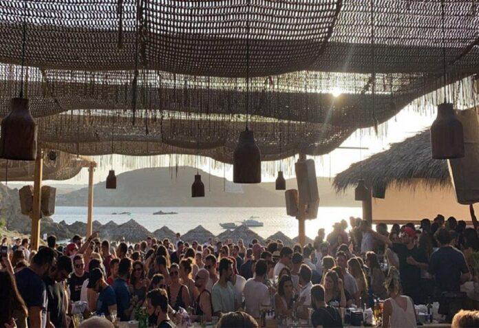 Εκτάκτως κλιμάκιο του ΕΟΔΥ μετά τα κρούσματα σε γνωστό Beach bar