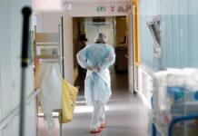 Νοσηλευτής στο νοσοκομείο
