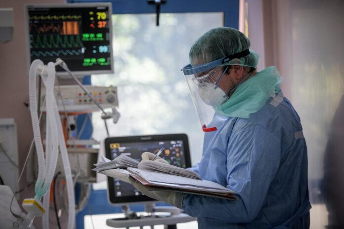 Γιατρός σε ΜΕΘ