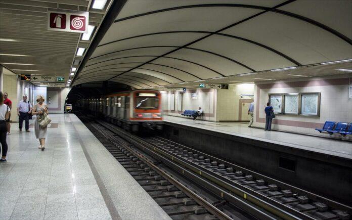 Syrmos en kinisi sto metro