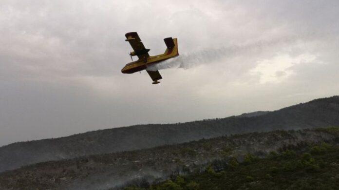 Pyrosvestiko aeroplano en ora ripsis