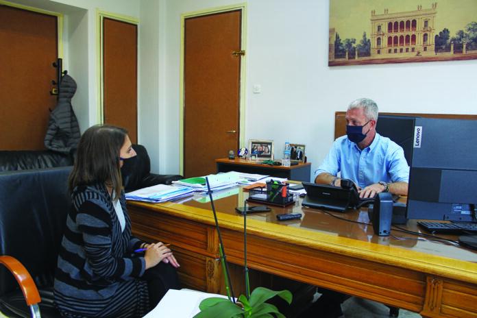 Ο αντιδήμαρχος σε συνέντευξη με την δημοσιογράφο