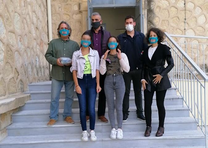 diafanes maskes gia mathites me provlimata akois paredose o dimos