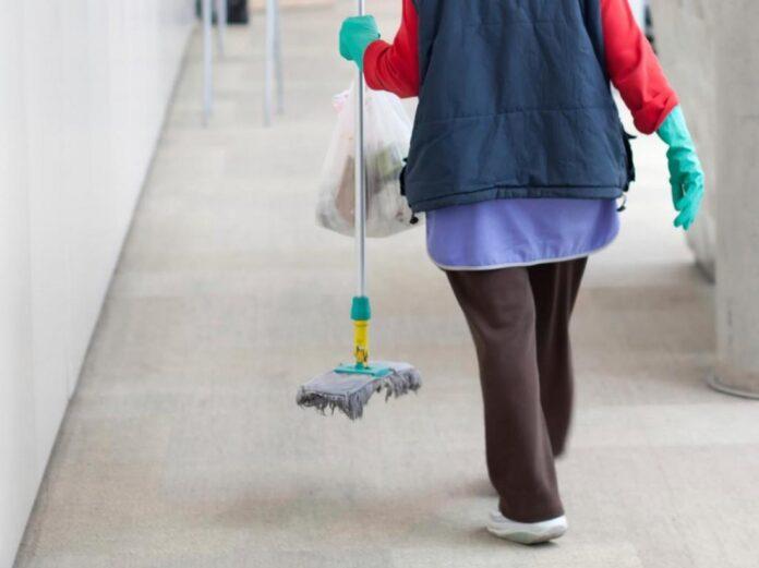 καθαρίστρια σε νοσοκομείο