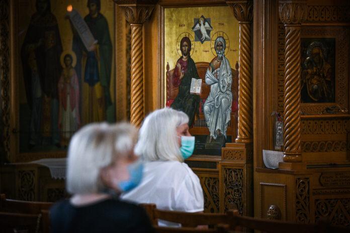 Πιστοί στην εκκλησία