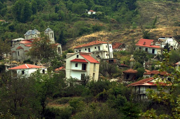 χωριό σπίτια γερνουν