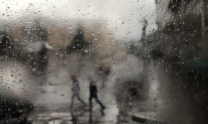 Βρέχει