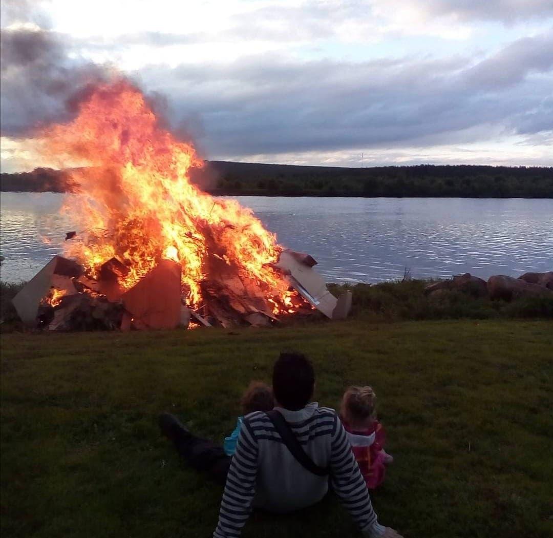 φωτιά άνδρας παιδί