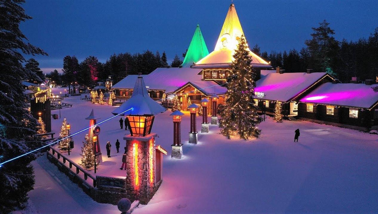 χωριό χριστούγεννα χιόνι