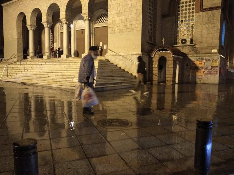 εκκλησία άνδρας βροχή