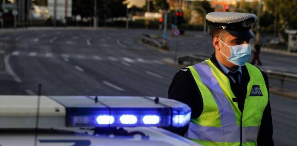 αστυνομικός με μάσκα