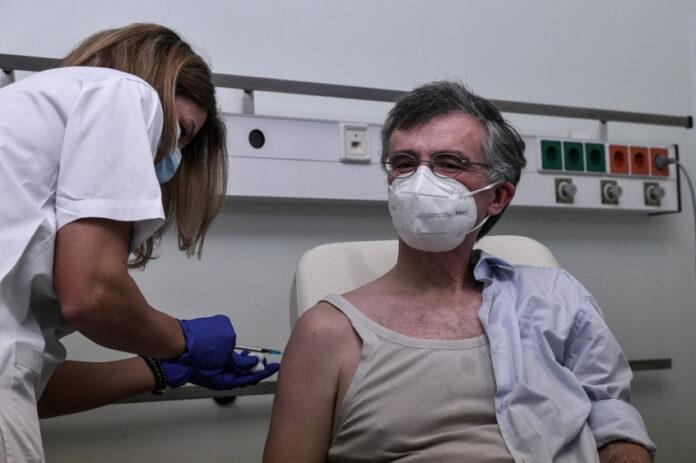 εμβολιάστηκε ο Σωτήρης Τσιόδρας