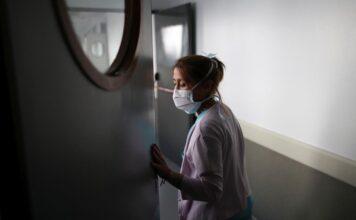 γυναίκα σε νοσοκομείο