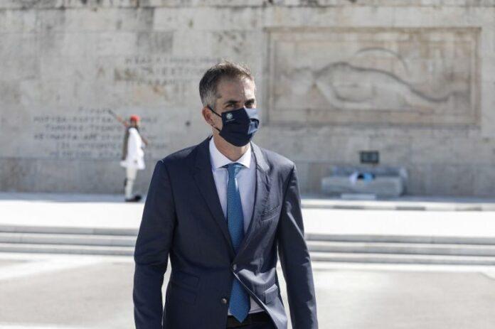 Μπακογιάννης με μάσκα