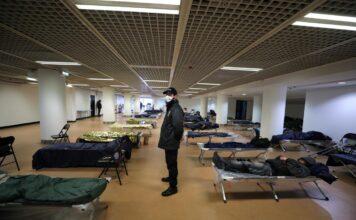 Άστεγοι αίθουσα