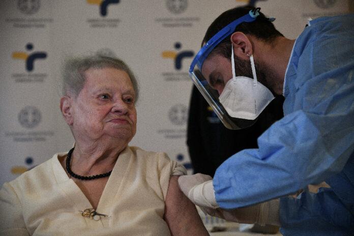 Η 95χρονη Δέσποινα η πρώτη που έκανε το εμβόλιο σε γηροκομείο