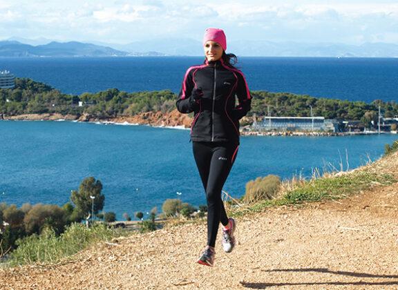 Γυναίκα τρέχει στην περιοχή Φασκομηλιάς