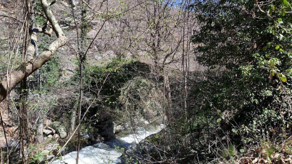 παλιο γεφύρι στην Μόρνα