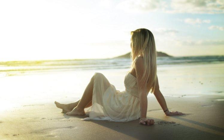 κοπέλα θάλασσα