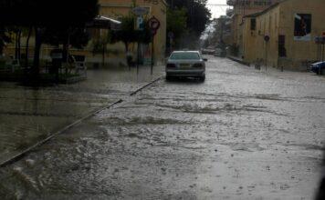 Πλημμύρισε ο δρόμος