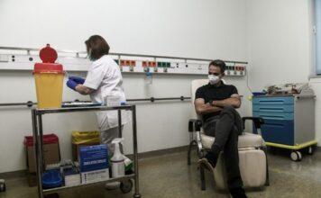 Ο Μητσοτάκης κάνει εμβόλιο