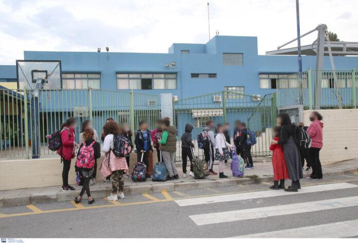 Eπέστρεψαν στα θρανία οι μαθητές δημοτικών και νηπιαγωγείων