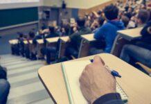 Φοιτητής στην αίθουσα