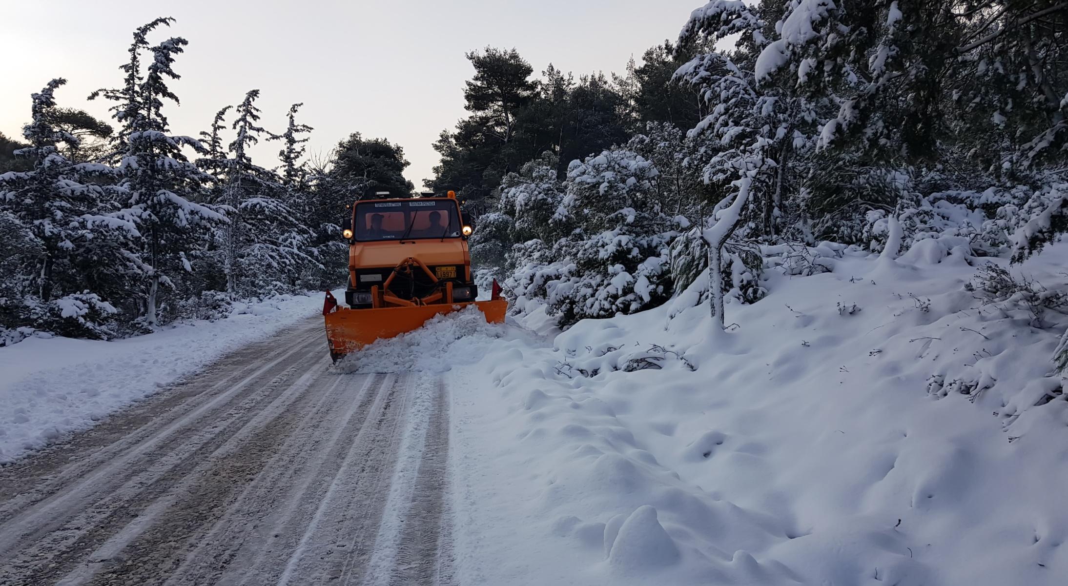 Χιόνια στο δρόμο