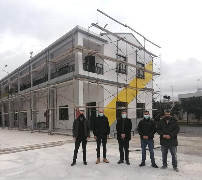 Σε εξέλιξη το έργο της συντήρησης και βελτίωσης των σχολικών κτιρίων του Δήμου Μινώα