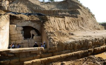 Αρχαιοκάπηλος στην Αμφίπολη