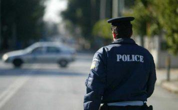 Αστυνομικός σώζει παιδί και γυναίκα