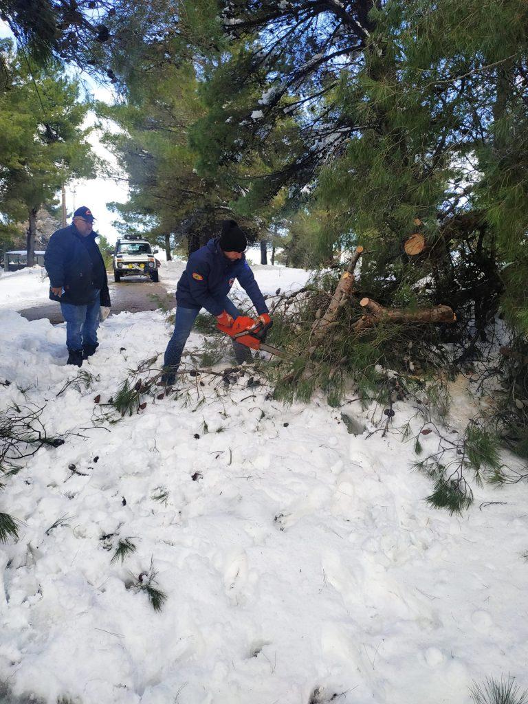 εθελοντές στο χιονι