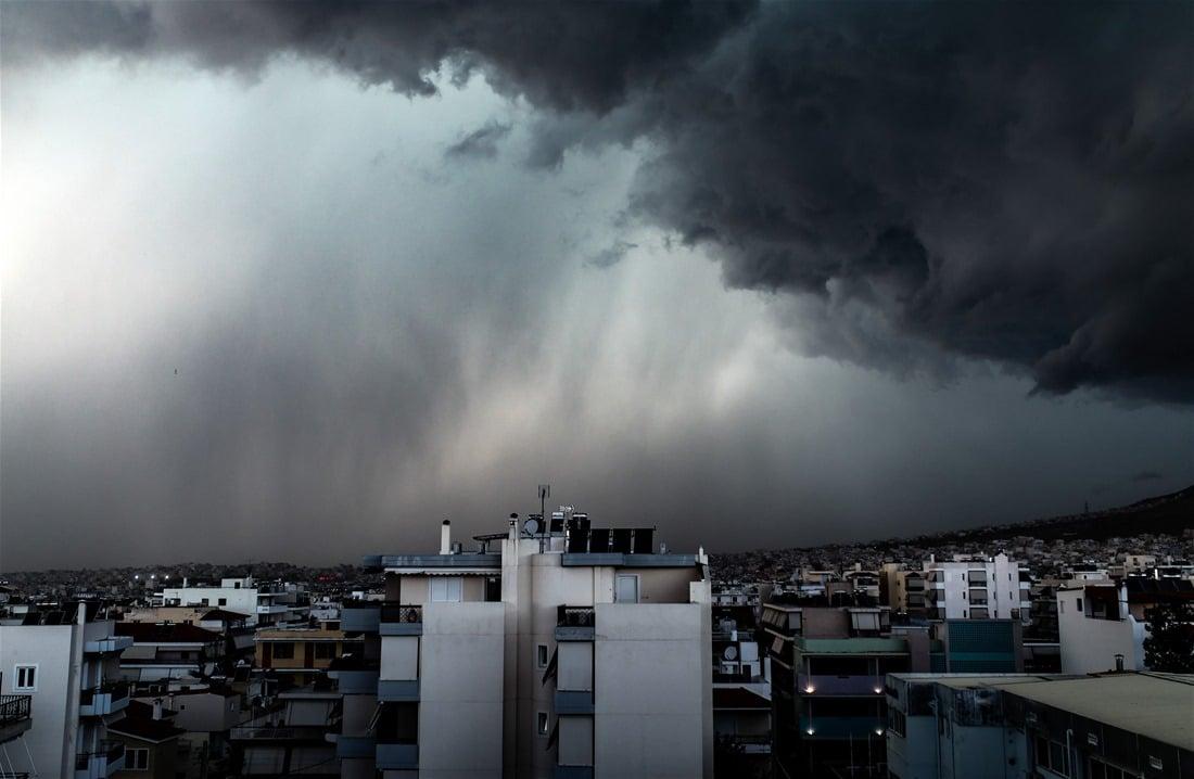 Συννεφιασμένος καιρός έτοιμος για βροχή