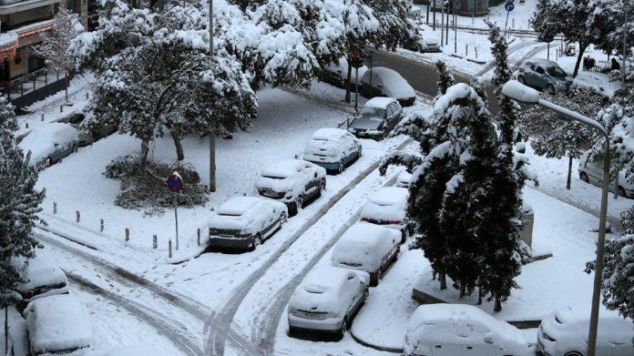 χιονισμενα αυτοκινητα