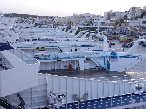 Ferry boats στα Παλούκια