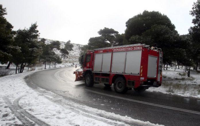 Πυροσβεστικό όχημα στα χιόνια