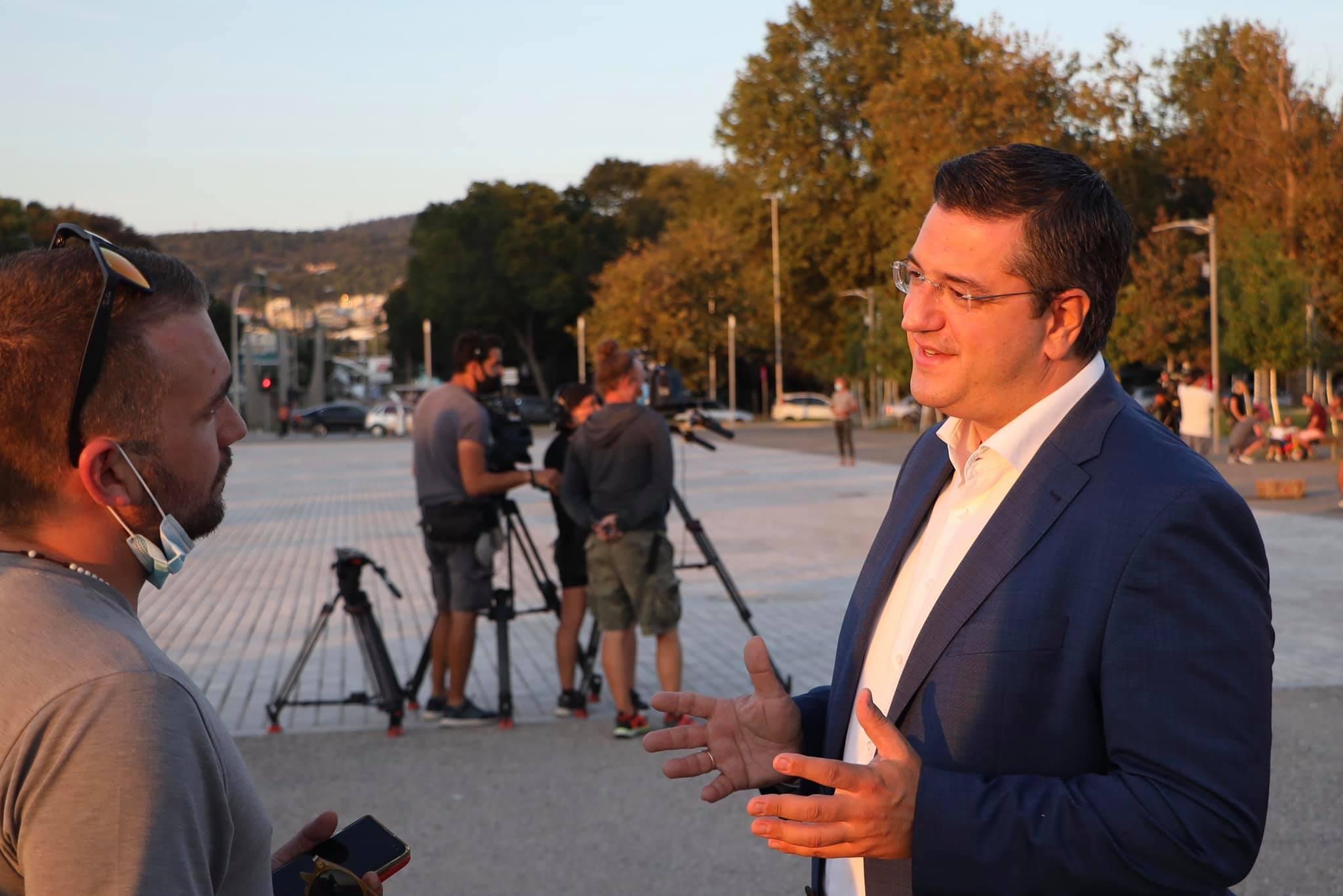 Ο περιφερειάρχης Κεντρικής Μακεδονίας Απόστολος Τζιτζικώστας σε γυρίσματα μεγάλου γαλλοβελγικού τηλεπαιχνιδιού στη Θεσσαλονίκη