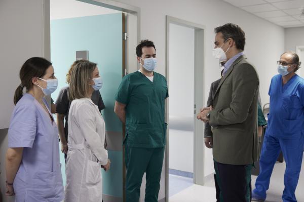 Ο Κυριάκος Μητσοτάκης στο ΜΕΘ του νοσοκομείου Σωτηρία