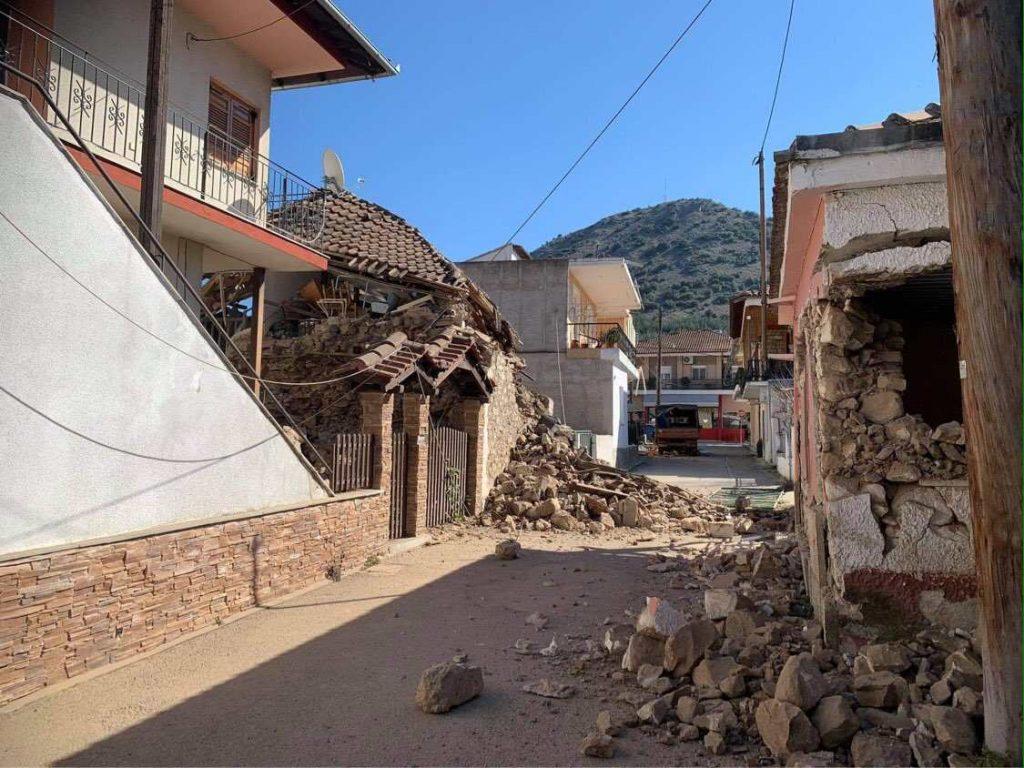 ερείπια από το σεισμό στο Δαμάσι
