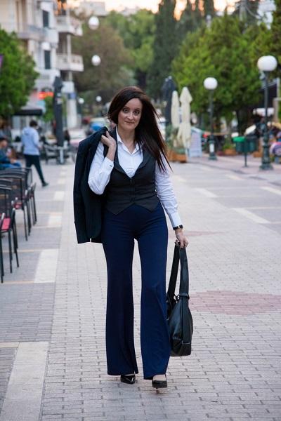 γυναίκα περπατάει