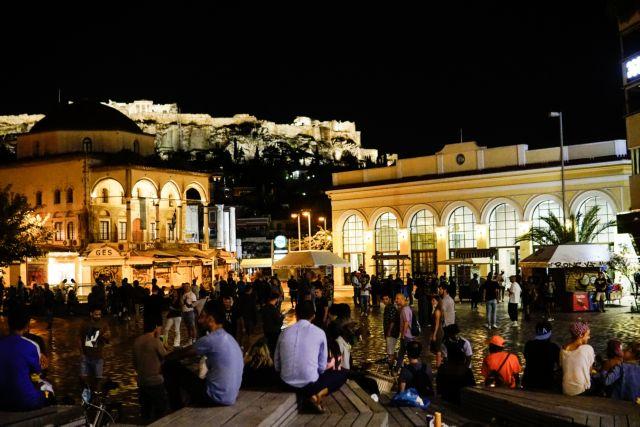 Κόσμο στις πλατείες της Αθήνας
