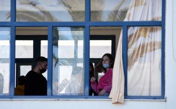 Παιδιά στο σχολείο με μάσκα