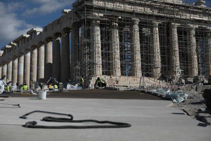 απάντηση Μενδώνη για το ατύχημα αναπήρου στην Ακρόπολη