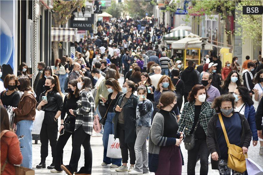 έξοδος πολιτών για ψώνια στην Ερμού