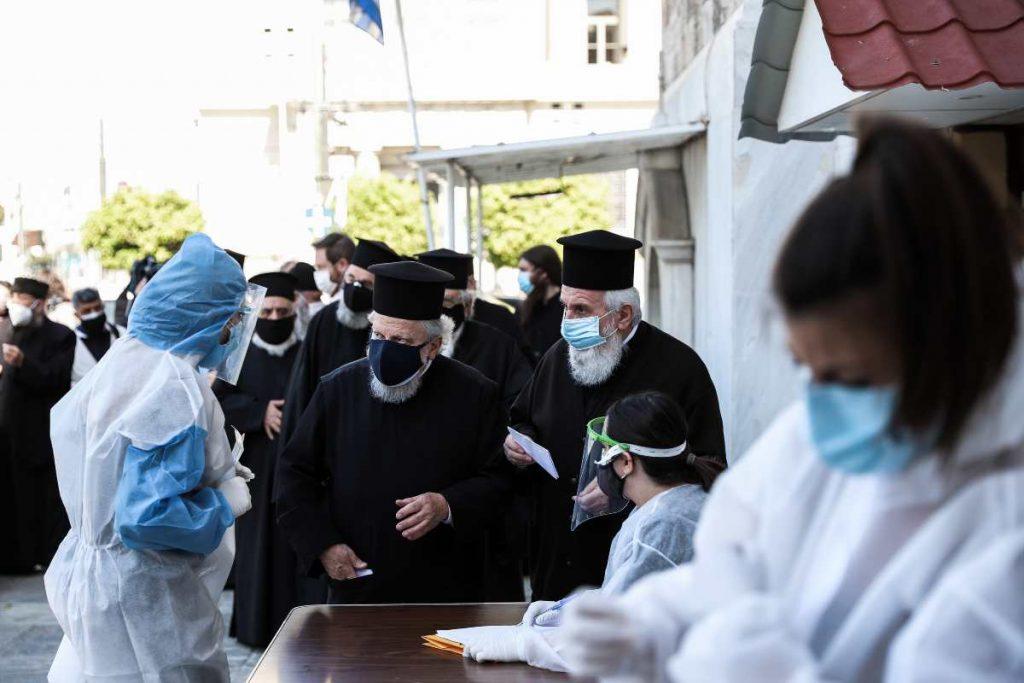 rapid test στους ιερείς του Πειραιά