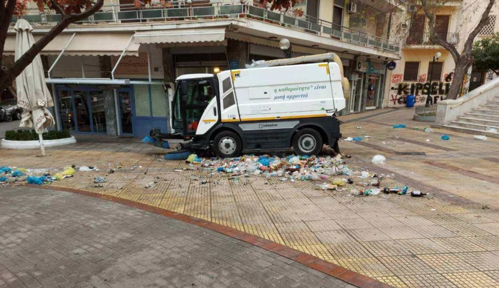 σκουπίδια στη πλατεία κυψέλης