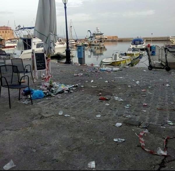σκουπίδια στο λιμάνι Χανίων
