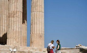 ξενοδόχοι και τουριστικοί πράκτορες για το άνοιγμα του τουρισμού